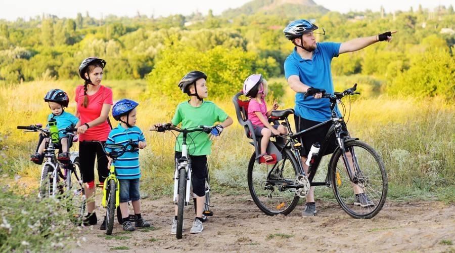 Famiglia in bici