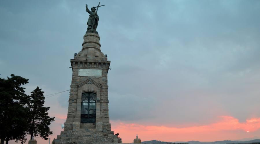 Monumento al Cristo Redentore in cima al Monte San Giuliano