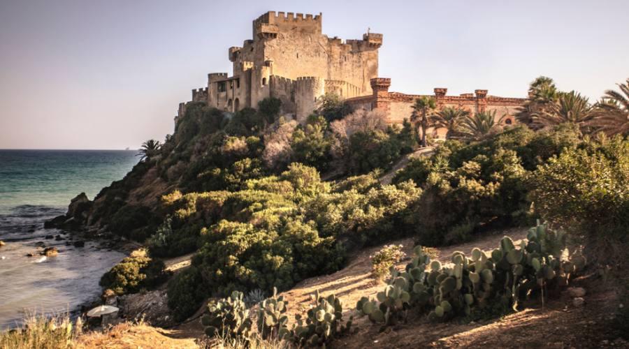 Vista del Castello di Falconara