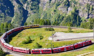 In estate viaggia a bordo del Trenino Rosso del Bernina