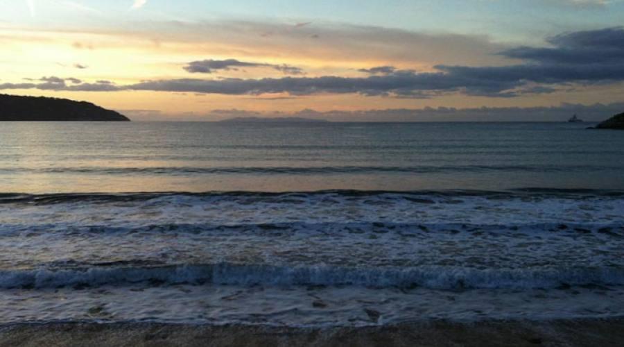 Tramonto sulla spiaggia di Procchio