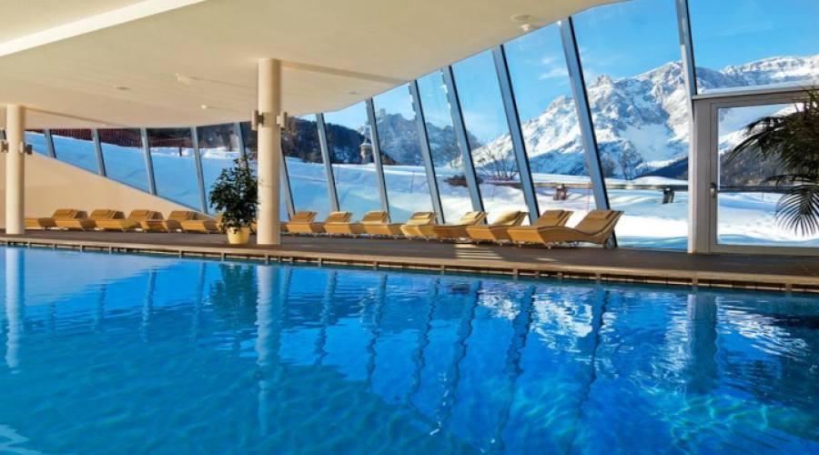 Veduta dalla piscina della Spa
