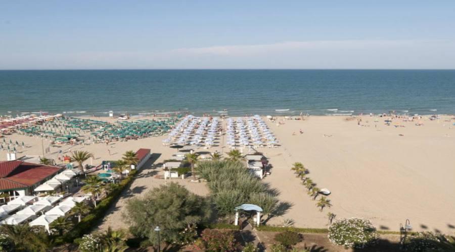 Vista della spiaggia dall'hotel
