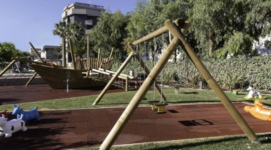 Parco giochi bambini esterno