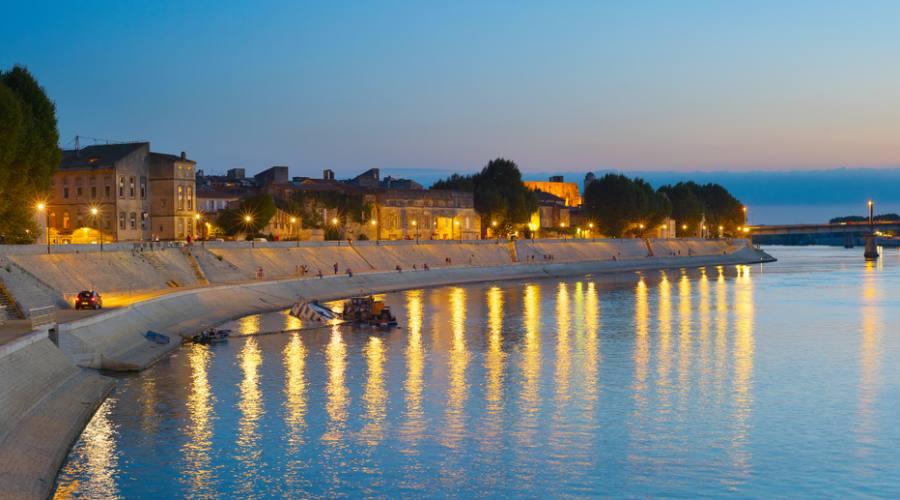 Arles, passeggiata al tramonto