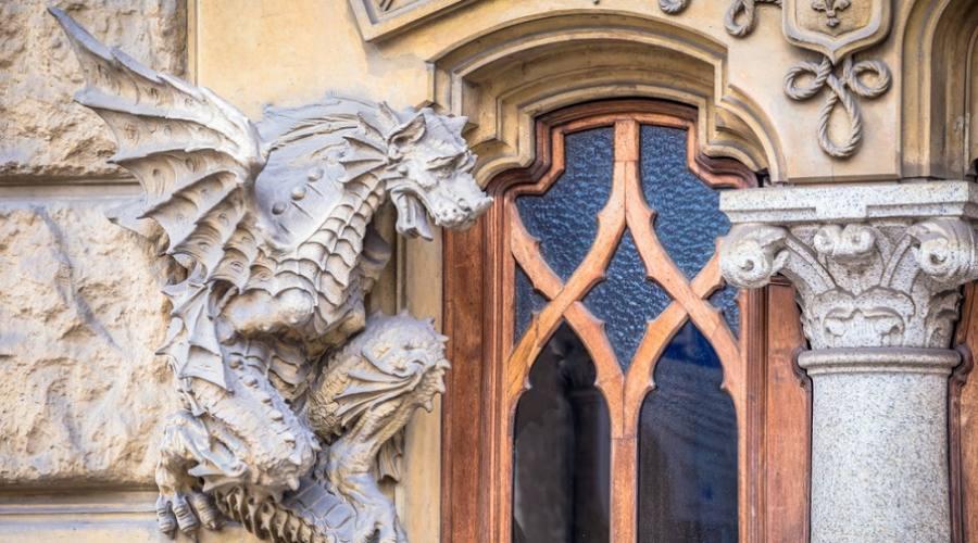 Casa dei Draghi, Palazzo della Vittoria