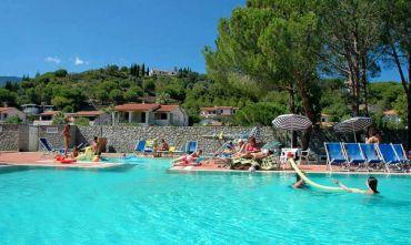 Residence con piscina e miniclub