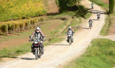 In moto nel Chianti lungo il percorso dell'Eroica