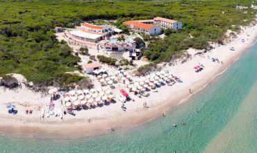 Club Hotel su una lunga spiaggia di sabbia