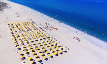 La tua vacanza sulla lunga spiaggia bianca