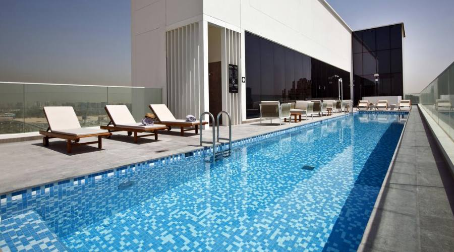 Form Hotel la piscina