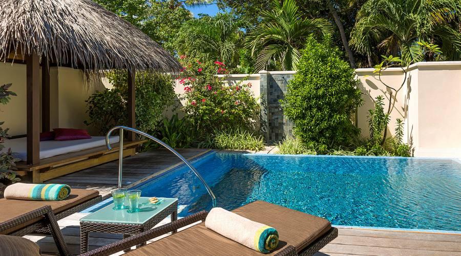 piscina (villa deluxe con piscina)