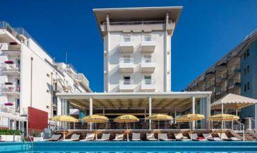 Hotel 4 stelle fronte mare vicino al Faro