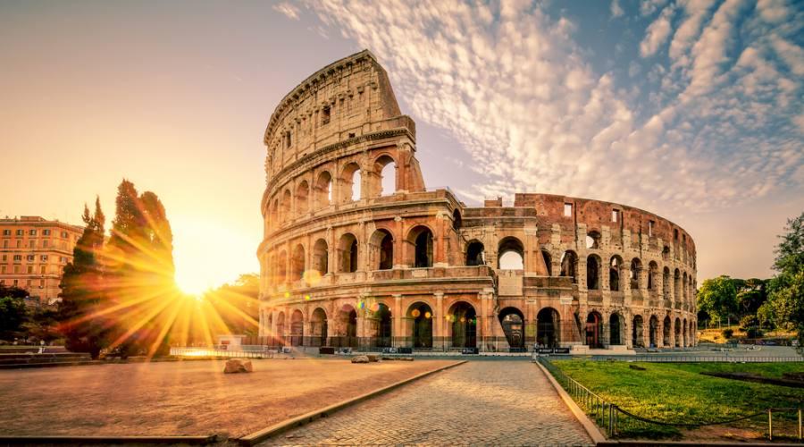 Colosseo Roma all'alba