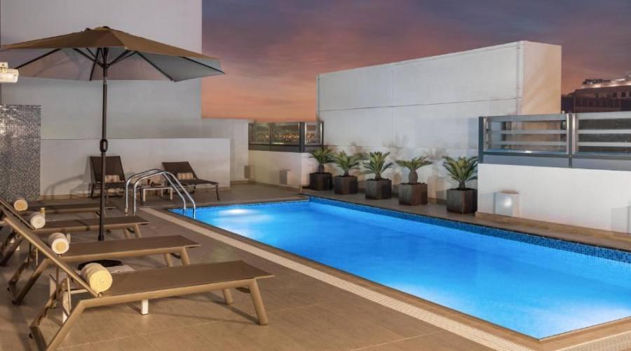 Hampton by Hilton Al Barsha - piscina