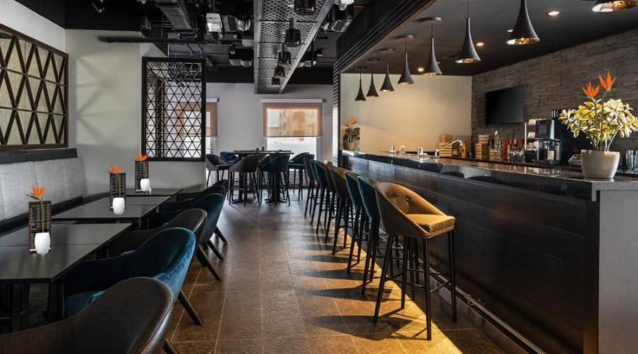 Hampton by Hilton Al Barsha - bar
