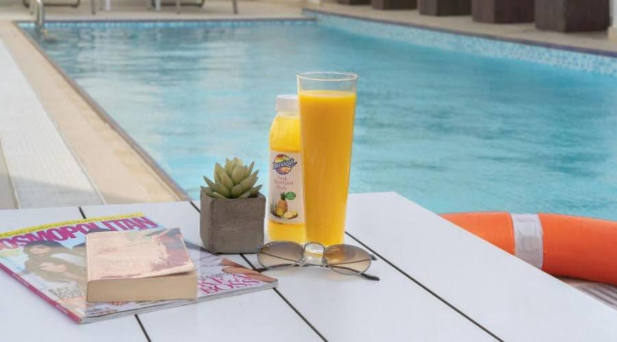 Hampton by Hilton Al Barsha - relax in piscina