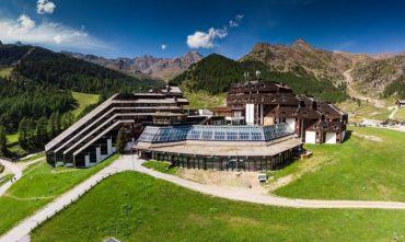 Due Hotel in un unico complesso, a 2100 mt s.l.m affacciati sulle piste!