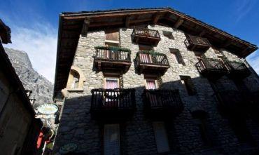 Una casa-forte a 3 stelle nel borgo di Dolonne