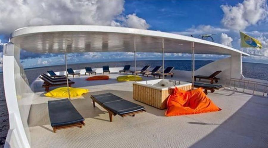 l'ambiente del yacht, con jacuzzi