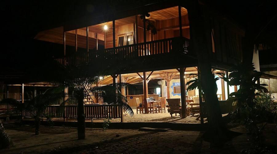 struttura di notte