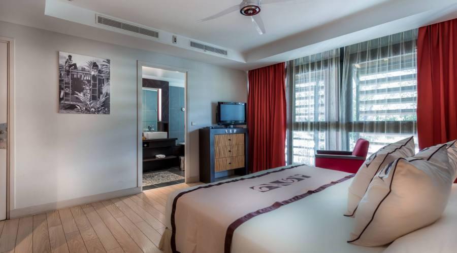 guest room Manava suite hotel