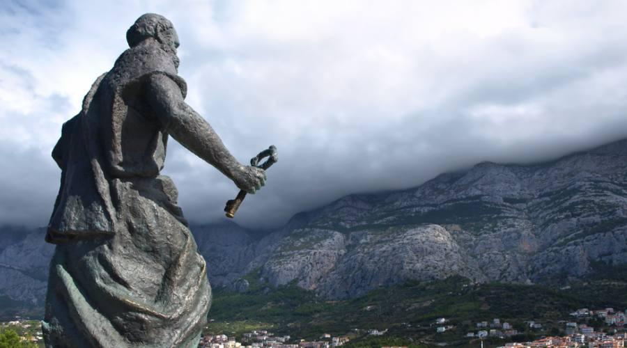 Riviera di Makarska - la statua di S.Pietro