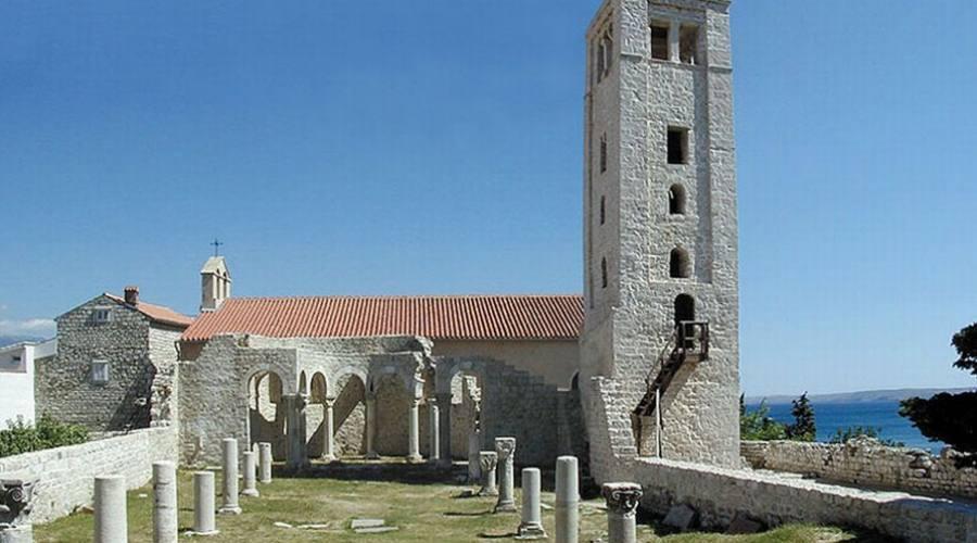 Rab - Il campanile e i resti della chiesa di S. Giovanni Evangelista