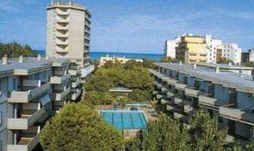 Residence con piscina immerso nel verde