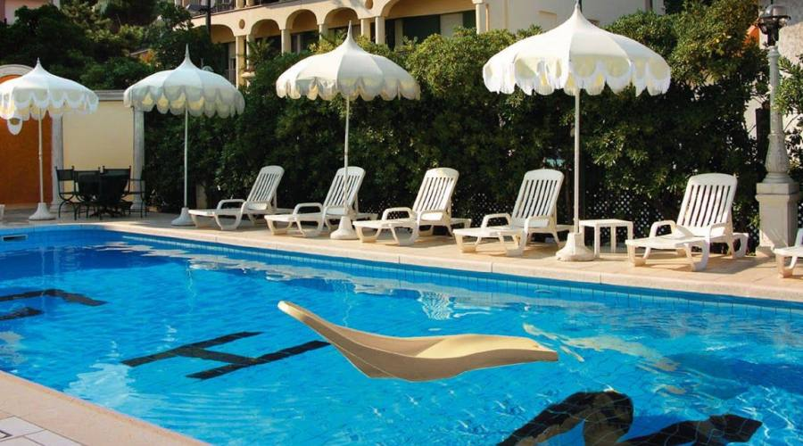 Soggiorno in hotel 4 stelle superior con beauty farm a - Hotel con piscina in camera ...