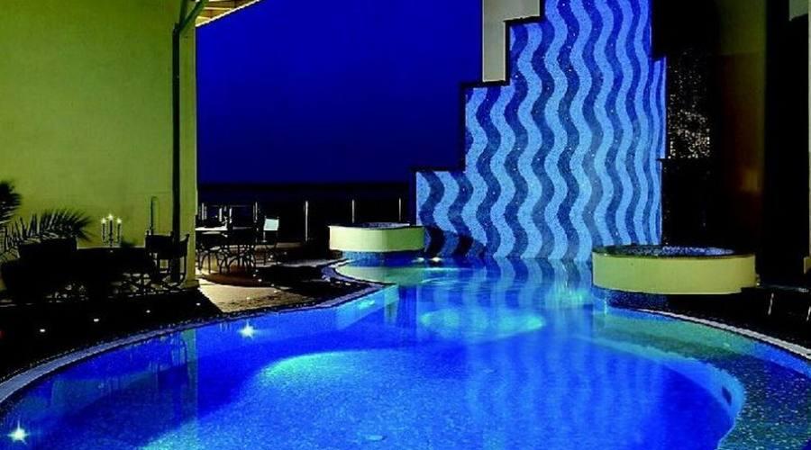 La piscina - notturna