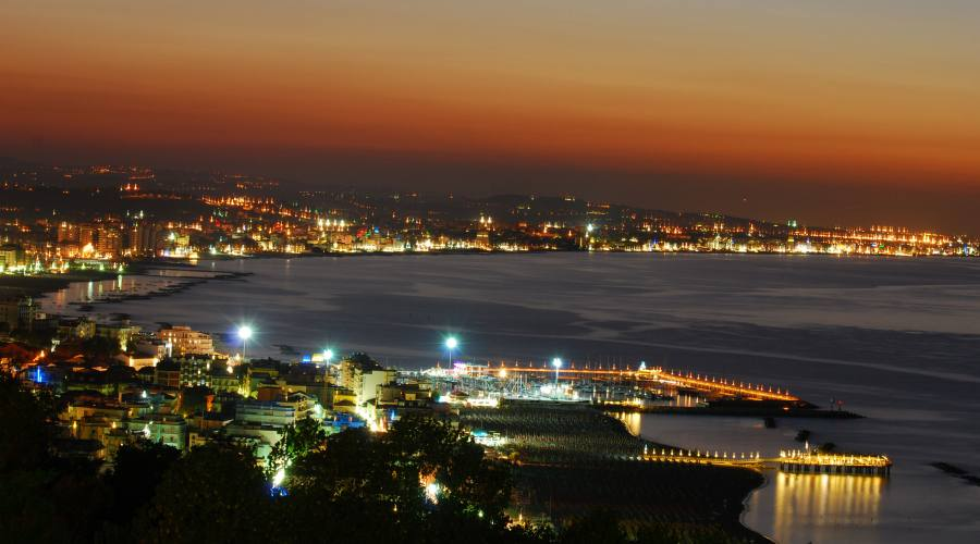 Panoramica  notturna sul mare