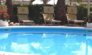 Hotel sul lungomare della Riviera delle Palme