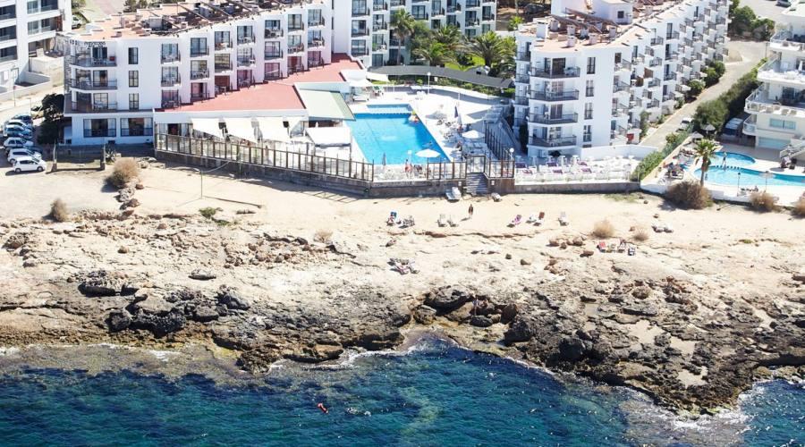 struttura hotel mare e piscina