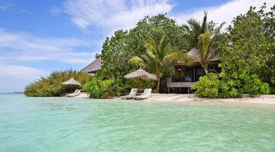 Soggiorno 4 stelle al gangehi island resort prenota for Soggiorno alle maldive