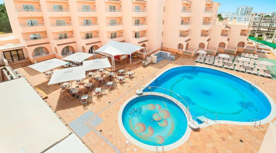 terrazza e bar alla piscina