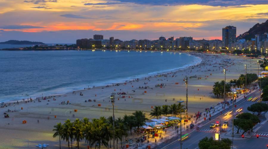 Offerta Capodanno Carioca 2017/2018: Rio, Avenida atlantica all'imbrunire