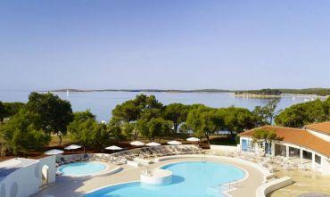 Hotel fronte mare con piscina, completamente ristrutturato