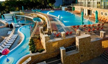 Hotel 4 stelle con 3000 mq di piscine