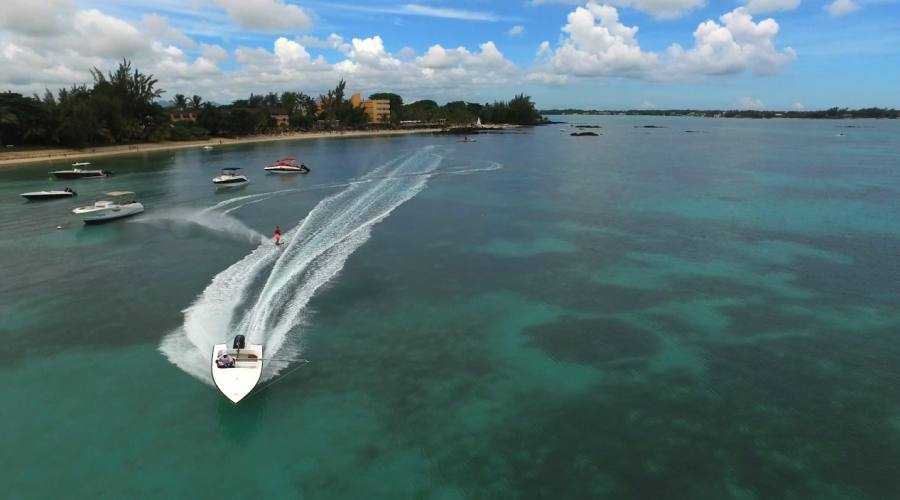 Che ne dite di un bel giro in barca?