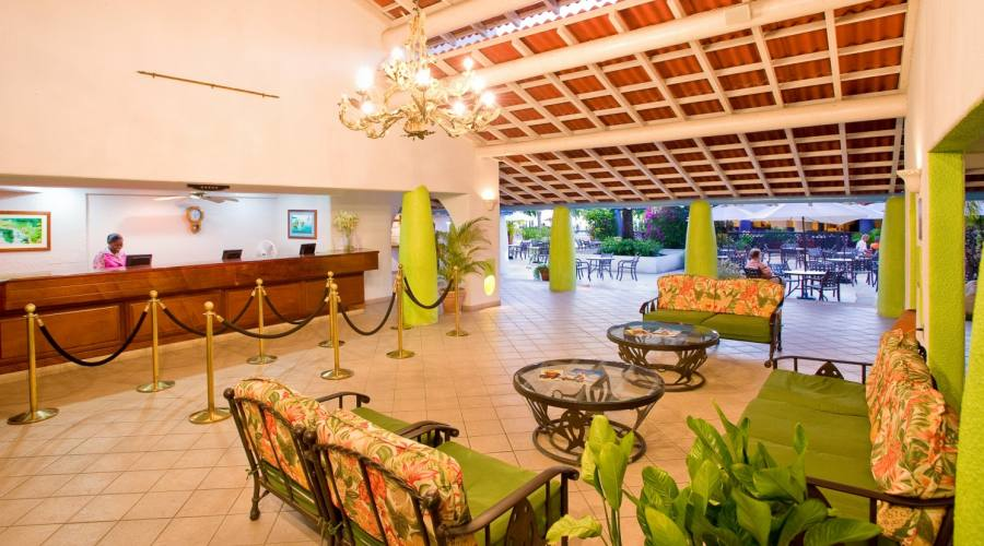 La lobby del Jolly Beach Resort