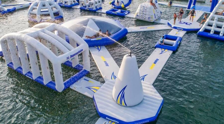 Il parco acquatico galleggiante