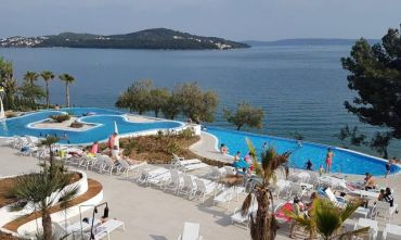 Resort in località Seget Vranjica con splendida vista sulle isolette
