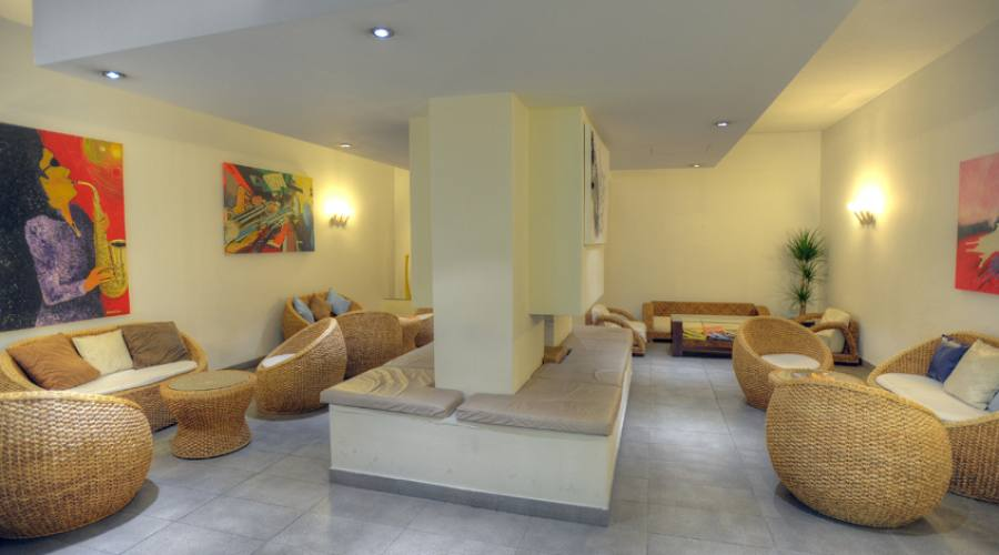 Bay View Hotel: Hall Zona Relax