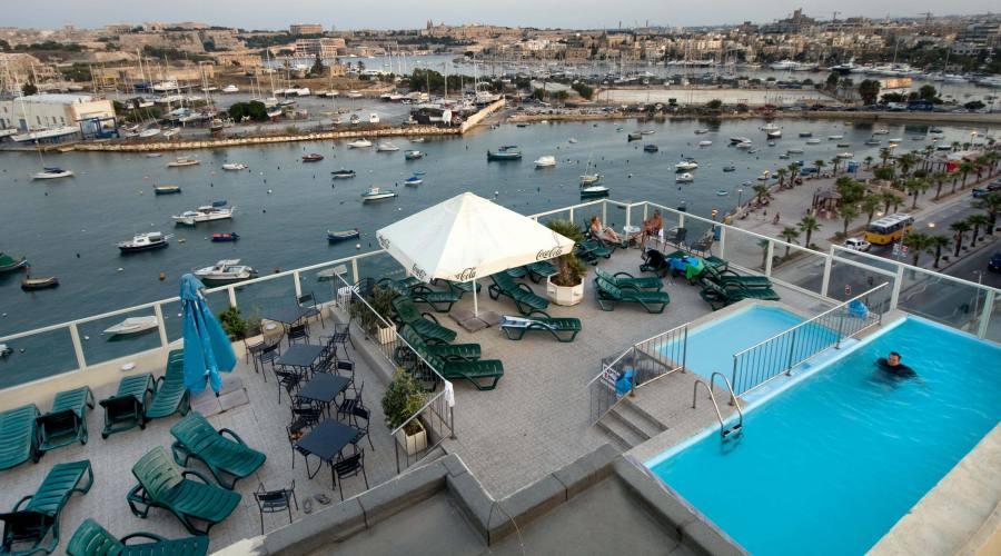 Bay View Hotel: Vista sulle Piscine dalle Camere