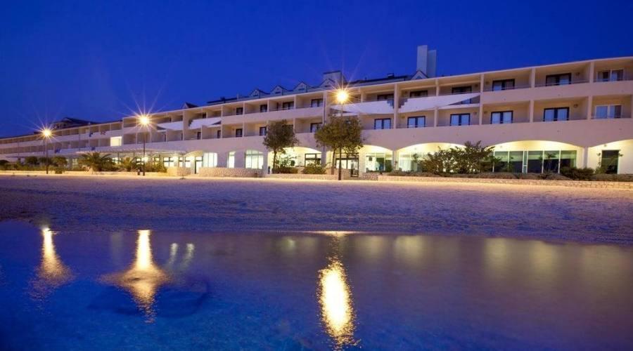 L'hotel - panoramica notturna