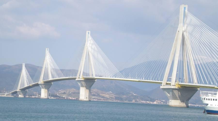 Nuovo ponte vicino a Patrasso