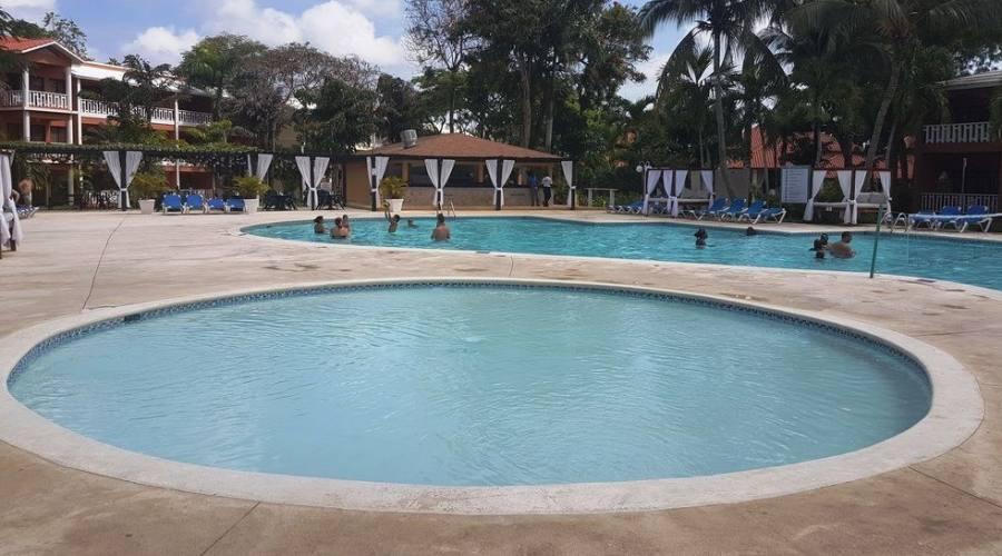 Piscina Bellevue Boca Chica