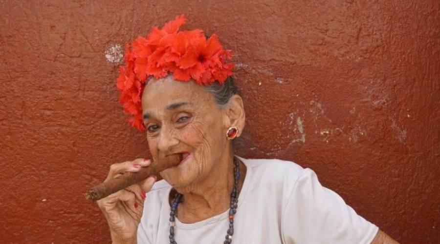 Donna con il Sigaro Cubano