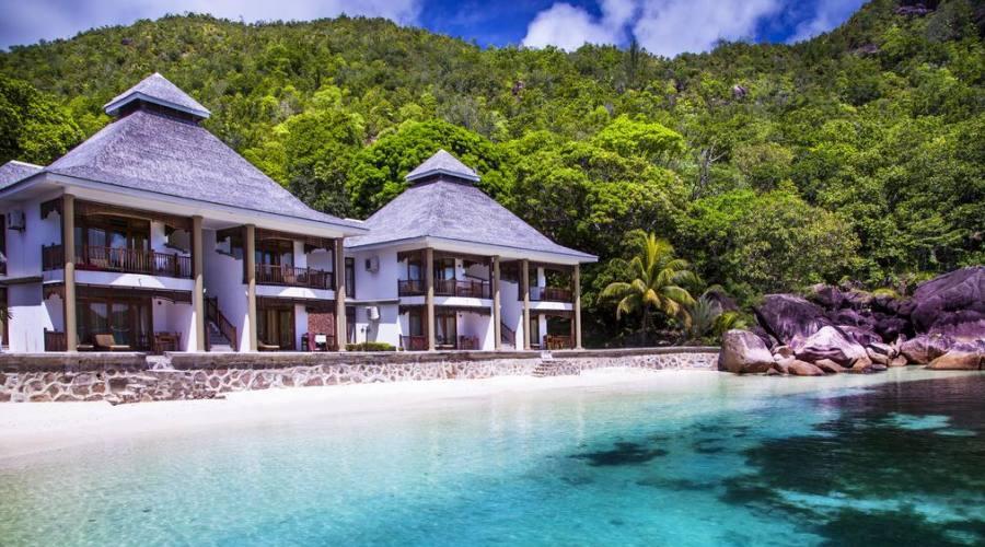 Deluxe beachfront